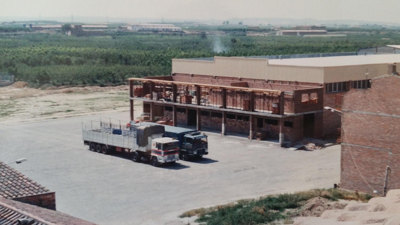 1986 construccio pavello poliesportiu Torres de Segre 2.jpg