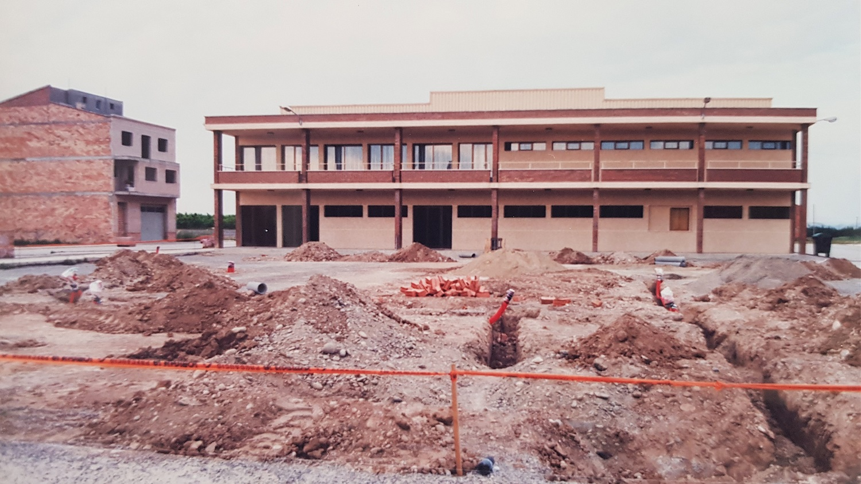 1986 construccio pavello poliesportiu Torres de Segre 3.jpg